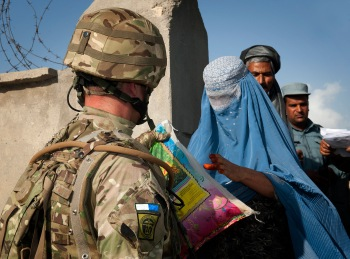 Signallers work with Afghan Police to deliver essential aid