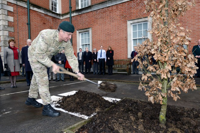 CLF Lt Gen Carter plants a memorial tree at the Rifles RHQ