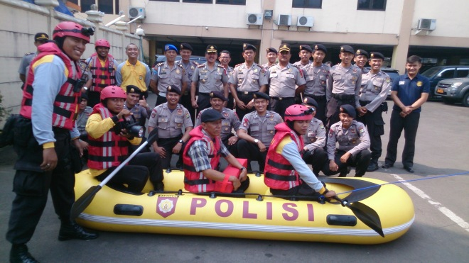 The police give a dry-run demonstration of their rescue equipment