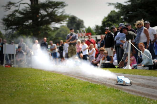 Public watches rocket cars made by chidren travelling at 100 mph_2